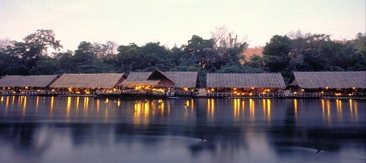 Resort galleggiante sul fiume Kwai, Thailandia.